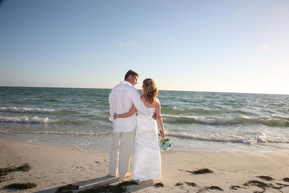 Lido Beach Florida Beach Wedding: Suncoast WeddingsSuncoast Weddings