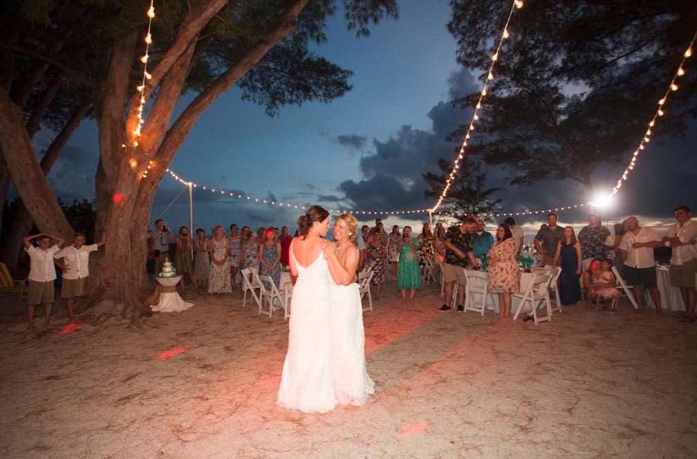 Phenomenal Florida Beach House Wedding On Treasure Islandsuncoast Weddings Interior Design Ideas Apansoteloinfo