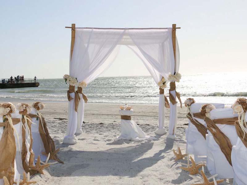 Burlap beach wedding theme