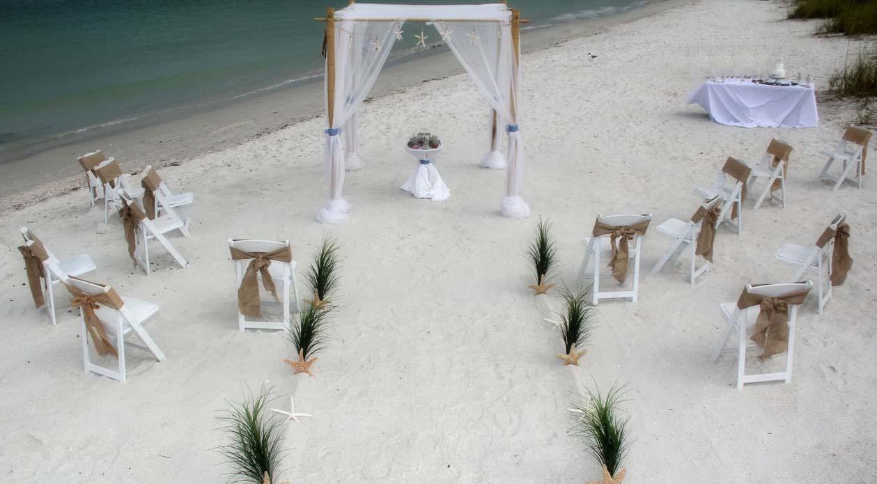 Burlap Themed Wedding - Suncoast WeddingsSuncoast Weddings